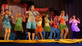 Unsere Frauengruppe im gemeinsamen Tanz mit den Showgirls